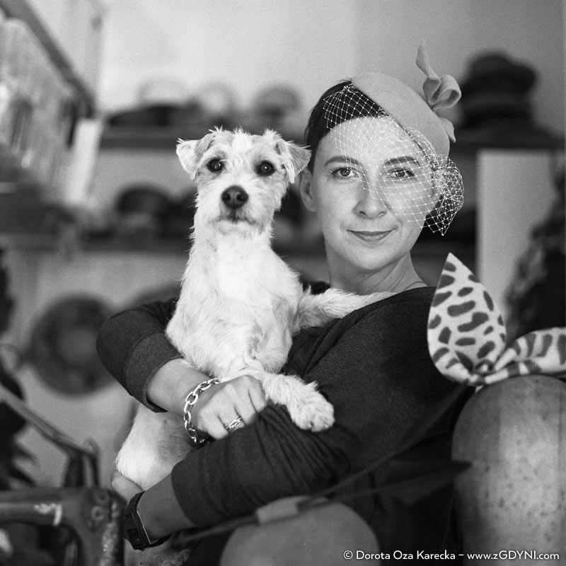 Beata Kołodziejska tworzy nakrycia głowy dla kobiet z wyjątkowym charakterem.